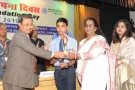 Delegates felicitates student for developing best science model on National Science Day