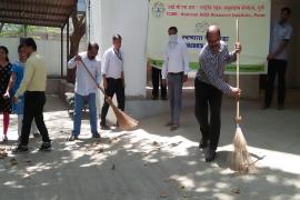 ICMR-NARI Staff performing kar seva in the Institute.