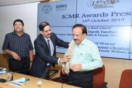 ICMR Award Ceremony 16th October 2019- Prof. (Dr.) Balram Bhargava, Sec DHR & DG ICMR felicitating Dr. Harsh Vardhan, Honourable Union Minister of Health & Family Welfare, Government of India